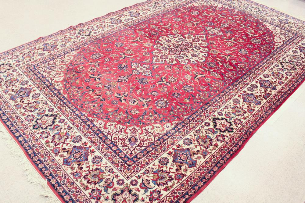 HAND KNOTTED PERSIAN CARPET, Isfahan design compri