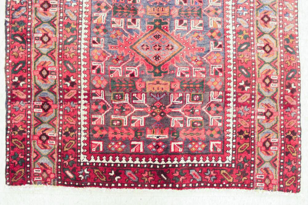 Lot 428: HAND KNOTTED PERSIAN SEMI-ANTIQUE AREA RUG, Bijar