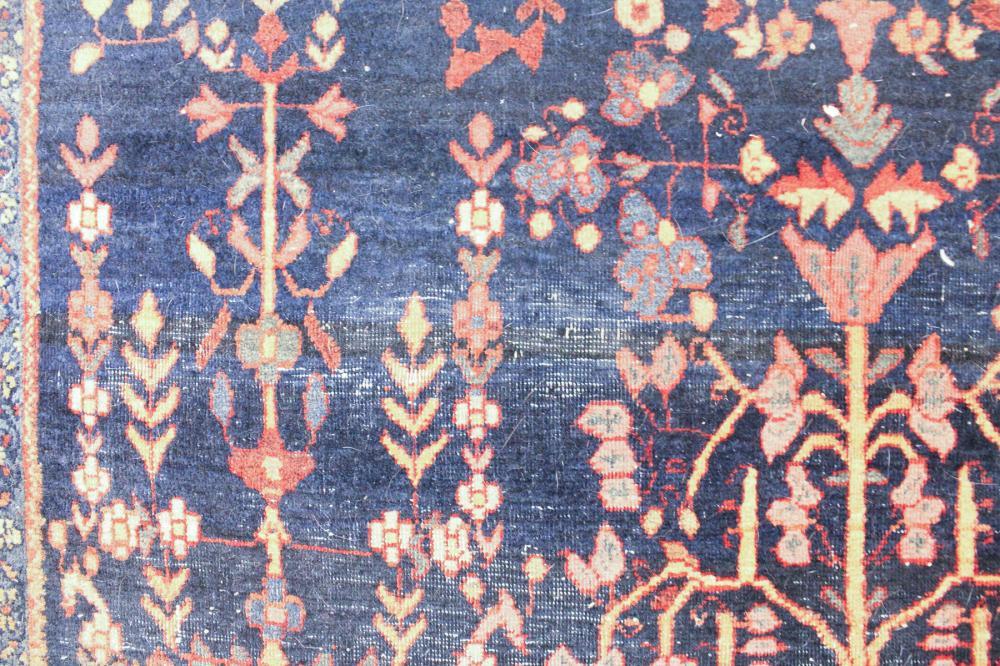Lot 459: SEM-ANTIQUE PERSIAN SAROUK AREA RUG, Markazi Provi