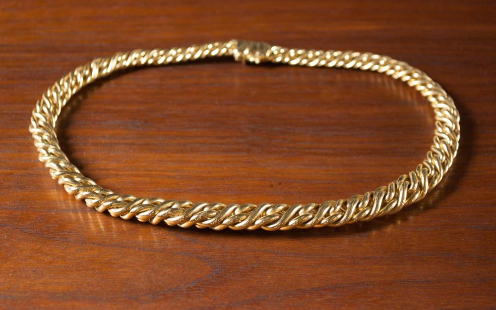 Lot 455: ITALIAN EIGHTEEN KARAT GOLD CHAIN NECKLACE. The h