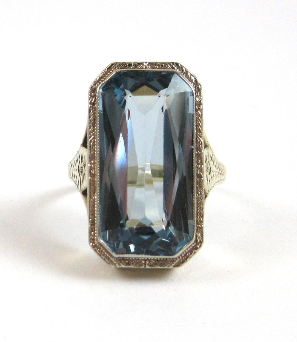 Lot 521: BLUE SPINEL AND FOURTEEN KARAT WHITE GOLD RING, be