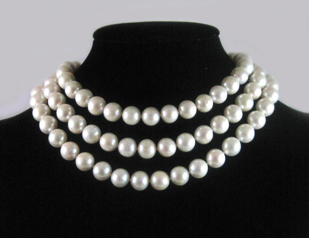 Lot 469: TRIPLE STRAND SOUTH SEA PEARL NECKLACE, with three