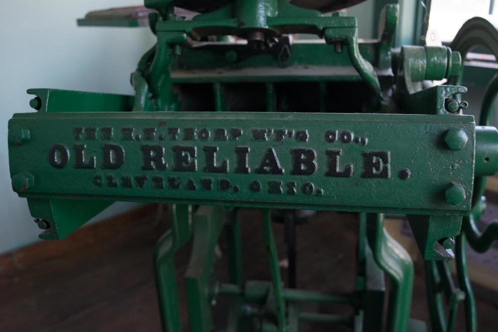 VINTAGE 'OLD RELIABLE' PRINTING PRESS