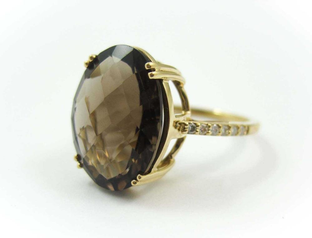 Lot 62: SMOKY QUARTZ, DIAMOND AND FOURTEEN KARAT GOLD RING