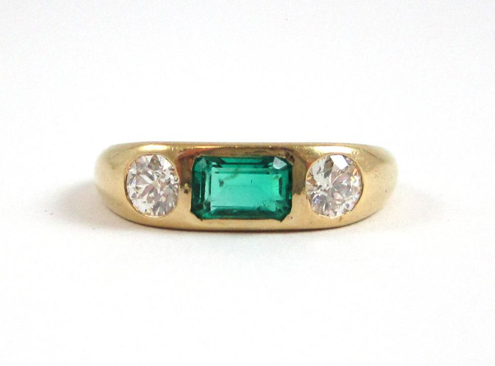 Lot 80: DIAMOND, EMERALD AND FOURTEEN KARAT GOLD RING, wit