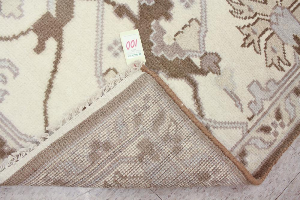 Lot 100: HAND KNOTTED ORIENTAL CARPET, Indo-Persian, contem