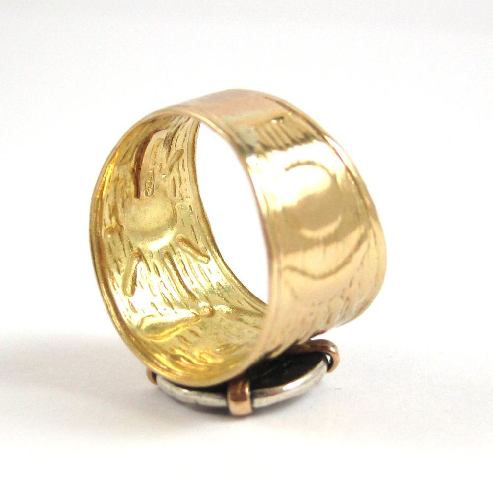 Lot 104: REPLICA COIN AND EIGHTEEN KARAT GOLD RING. The 18