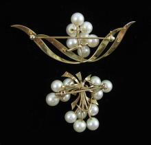 Lot 157: TWO WHITE PEARL AND YELLOW GOLD BROOCHES, includin