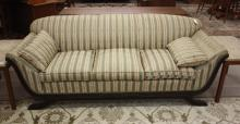 Lot 221: FEDERAL STYLE CARVED AND UPHOLSTERED MAHOGANY SOFA