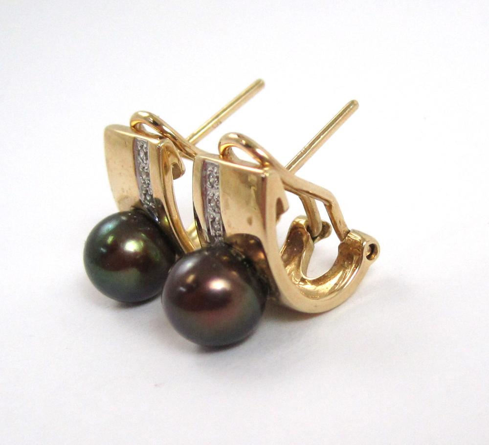 Lot 230: TWO PAIRS OF PEARL AND YELLOW GOLD EARRINGS, inclu