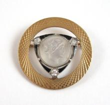 Lot 242: COLLECTION OF FIVE YELLOW GOLD VINTAGE PINS: 1.)1
