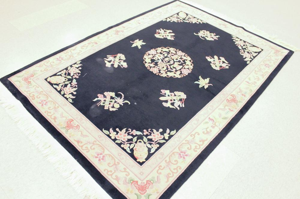 Lot 252: A CONTEMPORARY HAND KNOTTED CHINESE CARPET, tradit