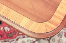 Lot 53: FEDERAL STYLE THREE-PART MAHOGANY DINING TABLE WIT