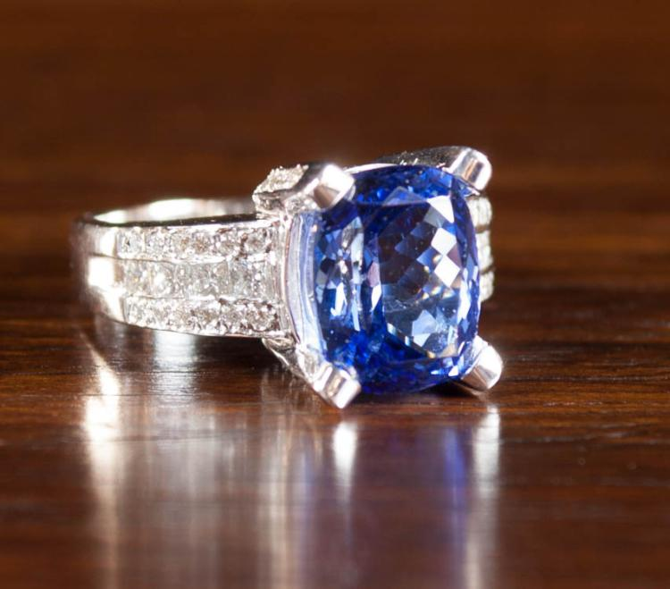 TANZANITE, DIAMOND AND EIGHTEEN KARAT GOLD RING.