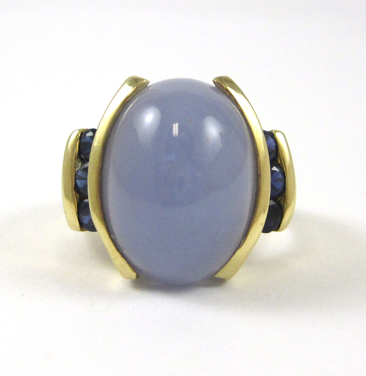 LAVENDER JADE AND FOURTEEN KARAT GOLD RING, with t