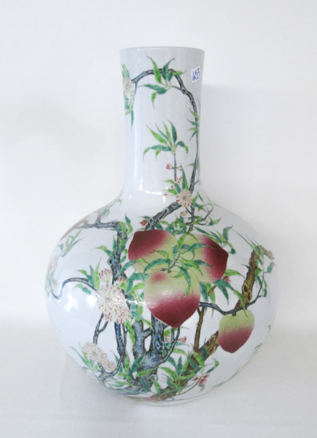 CHINESE FAMILLE ROSE PORCELAIN VASE, bottle form a