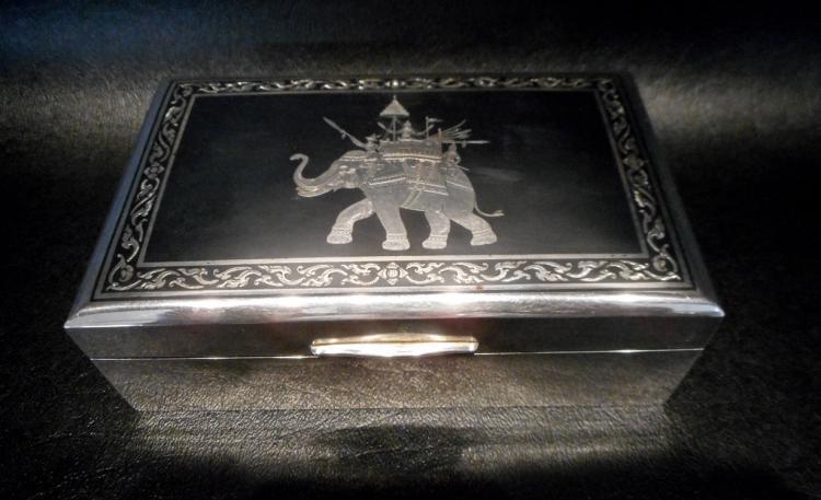 H. SENA NIELO CIGARETTE BOX, the hinge-top box of