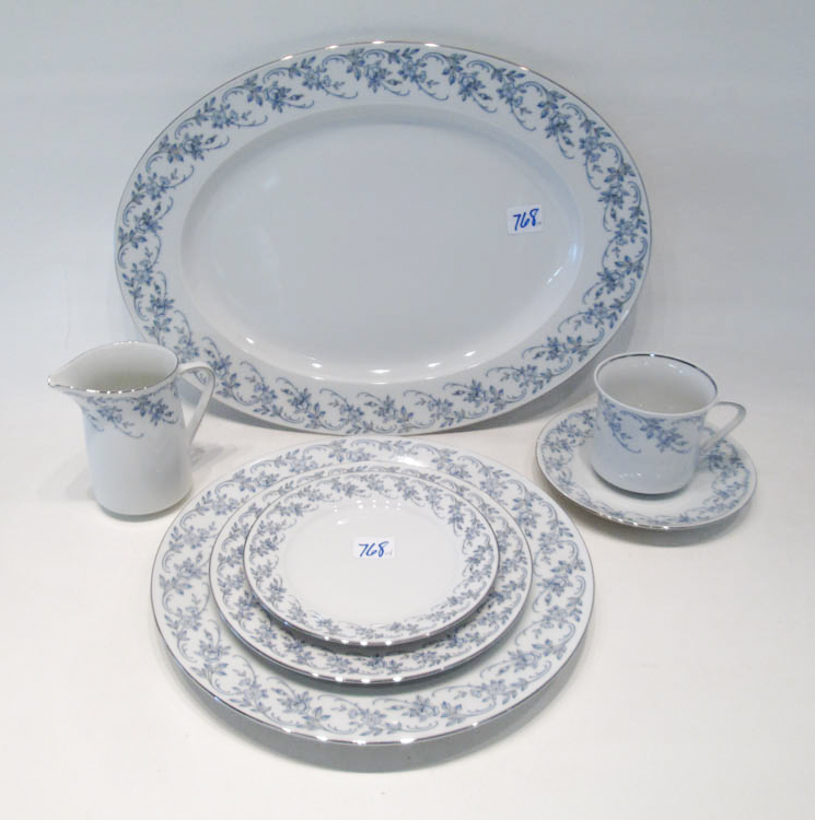 JOHANN HAVILAND CHINA SET, one hundred fourteen pi
