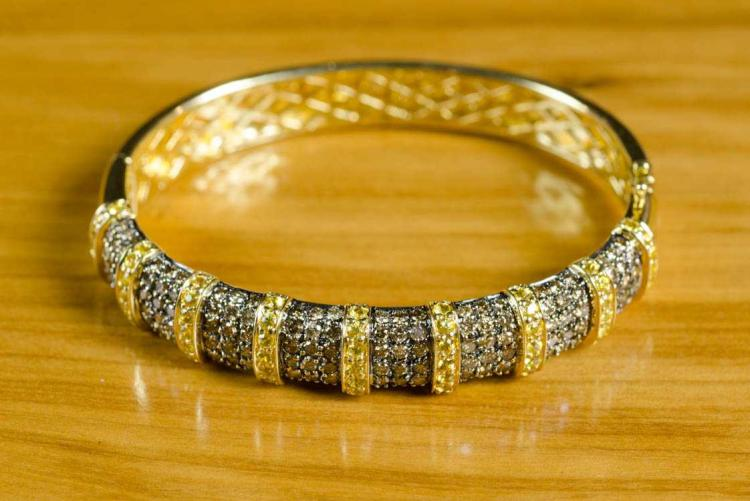 CHAMPAGNE DIAMOND AND YELLOW SAPPHIRE BANGLE.  The