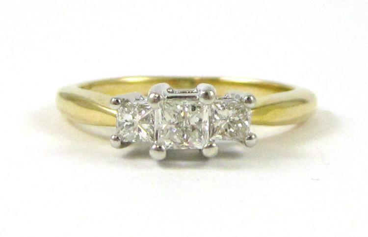 DIAMOND AND FOURTEEN KARAT GOLD RING. The yellow