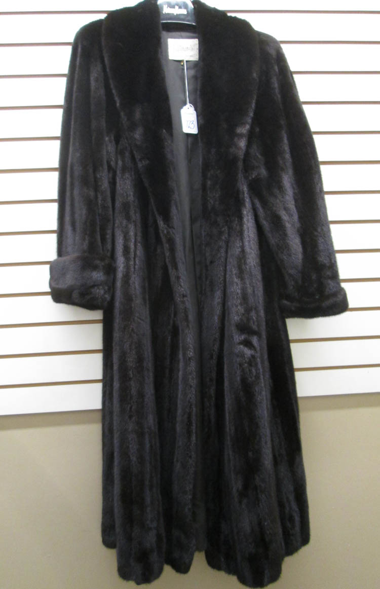 LADY'S FULL LENGTH MINK COAT, dark brown fur havin