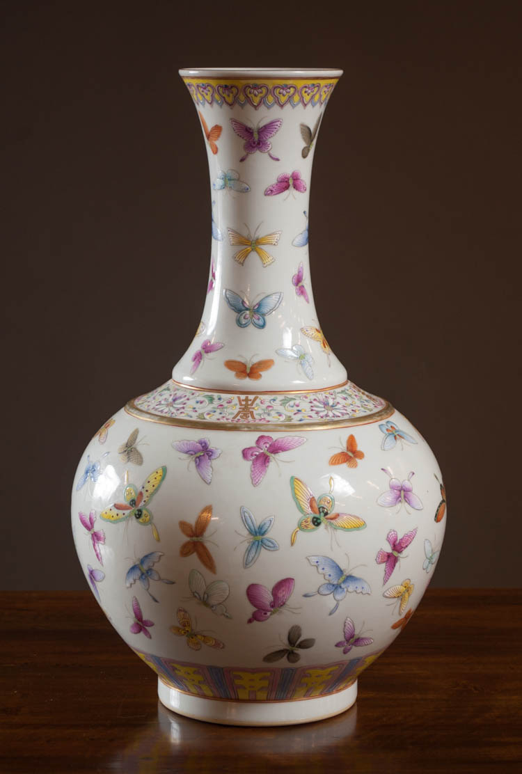 CHINESE FAMILLE ROSE PORCELAIN VASE, bottle form w