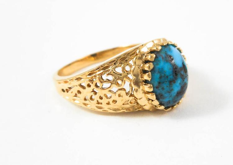 TURQUOISE AND FOURTEEN KARAT GOLD SOLITAIRE RING,