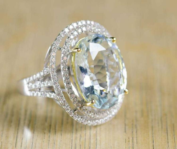 AQUAMARINE AND FOURTEEN KARAT GOLD RING.  The whit