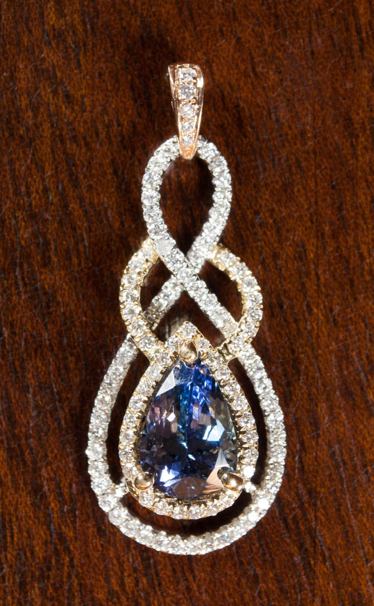 TANZANITE AND EIGHTEEN KARAT GOLD PENDANT.  The wh