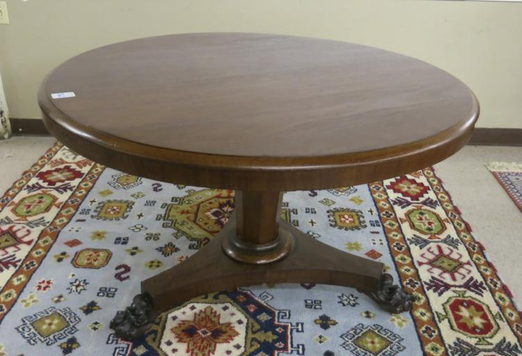 ROUND VICTORIAN MAHOGANY TILT-TOP CENTER TABLE, En