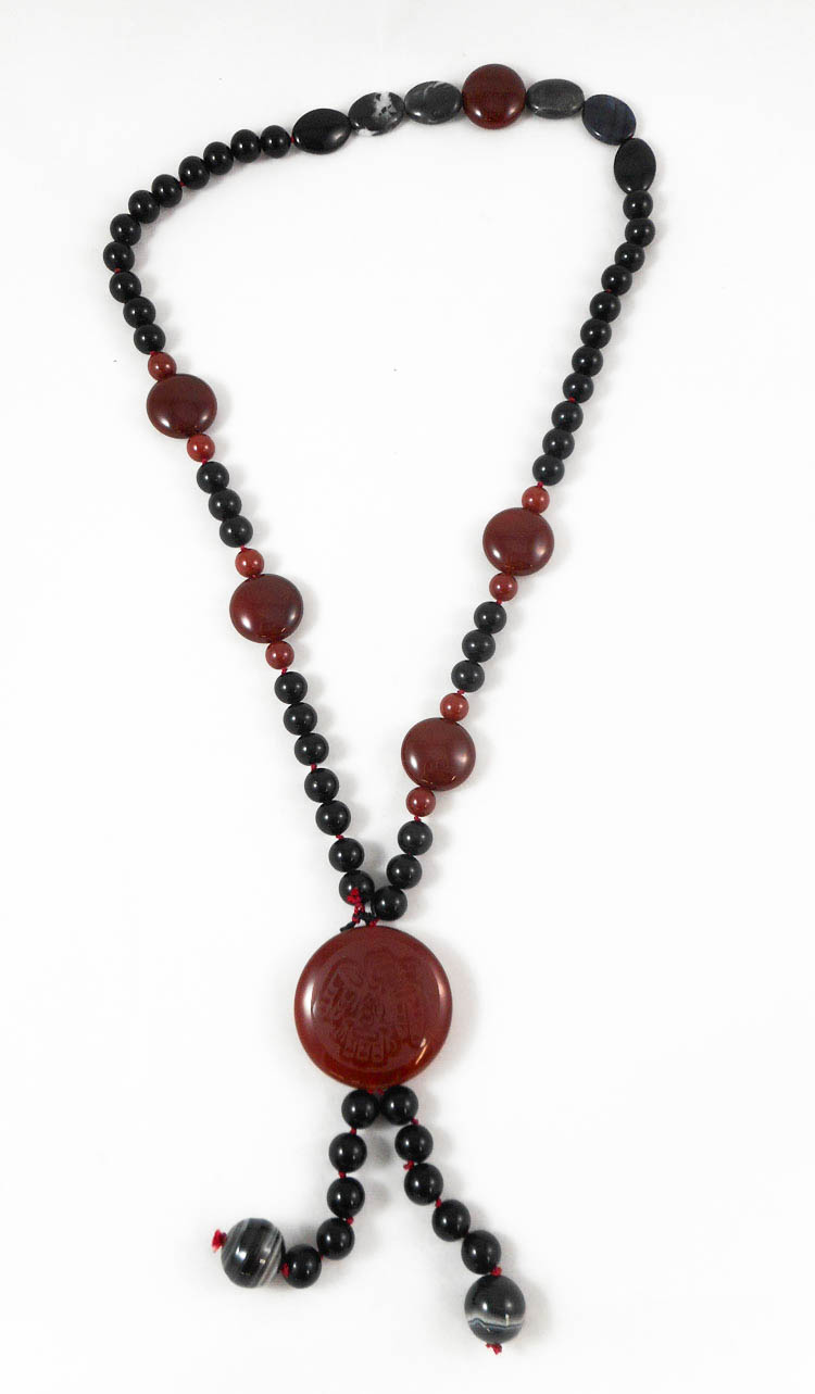 CARNELIAN, JASPER, ONYX AND AGATE NECKLACE, measur