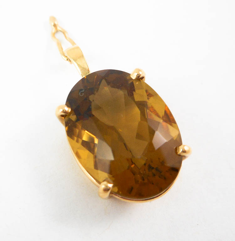 SMOKY CITRINE AND FOURTEEN KARAT GOLD PENDANT, wit