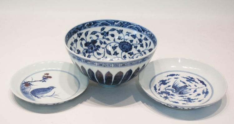 THREE CHINESE PORCELAIN TABLEWARE ITEMS: 1 Ming s