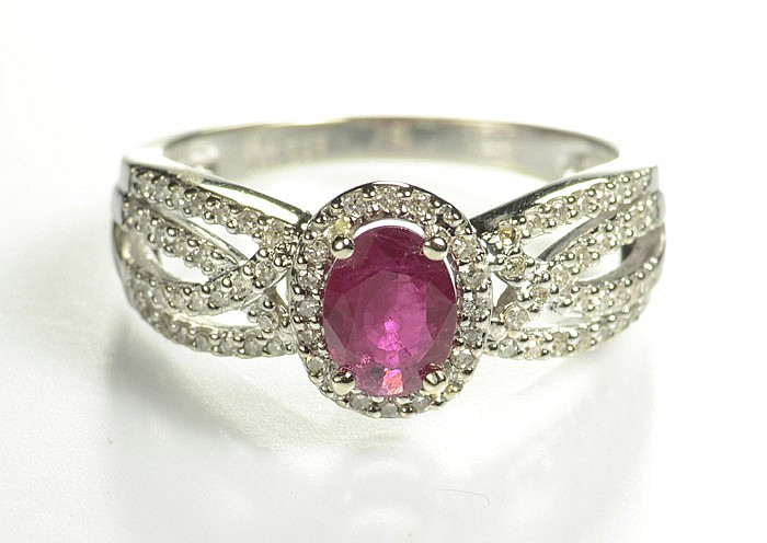 RUBY, DIAMOND AND FOURTEEN KARAT GOLD RING. The