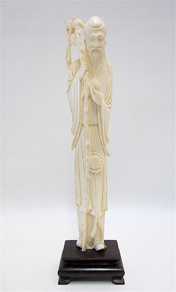 CHINESE CARVED IVORY FIGURE of a standing man