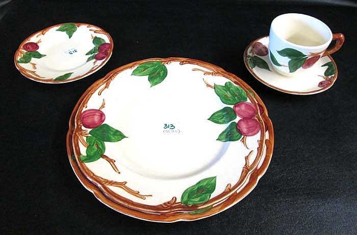 55 PIECE FRANCISCAN DINNER SERVICE IN THE