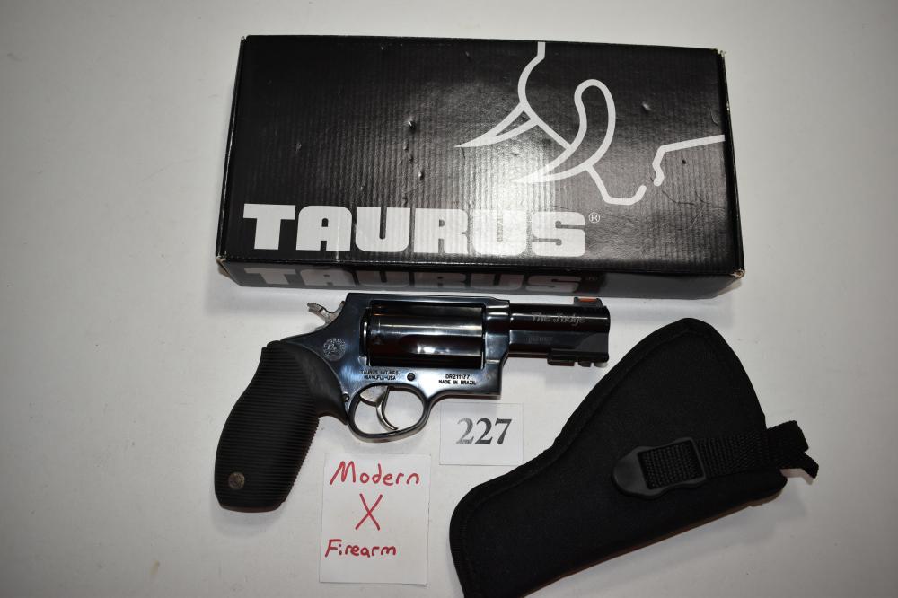 (X) Taurus The Judge .45lc/.410 ga. Revolver