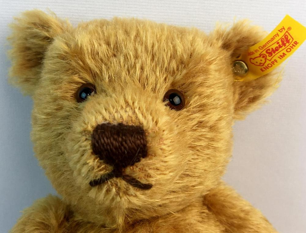 2001 Classic Series Genuine Steiff Mohair Fully Jointed Bear Model No. 028700 w/ Button and Tags