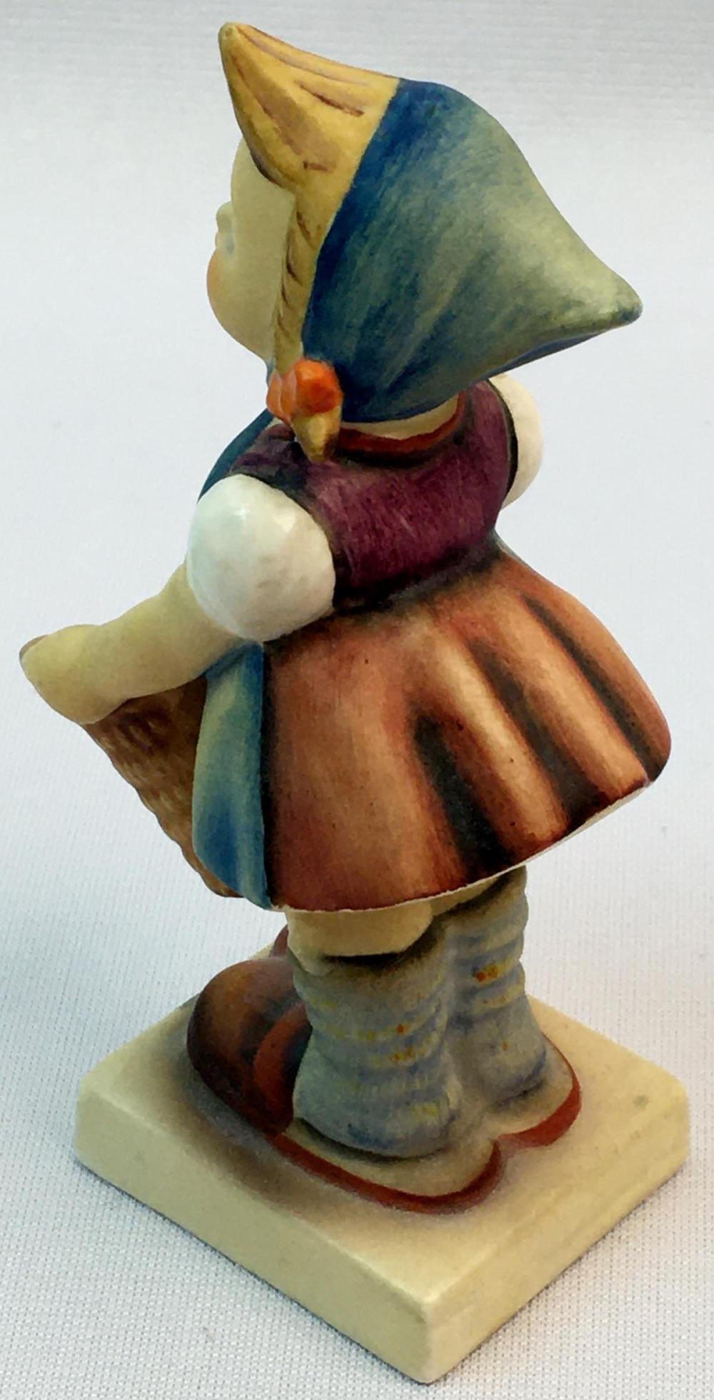 """Vintage 1960's Hummel Figurine """"Little Helper"""" #73 TMK3"""