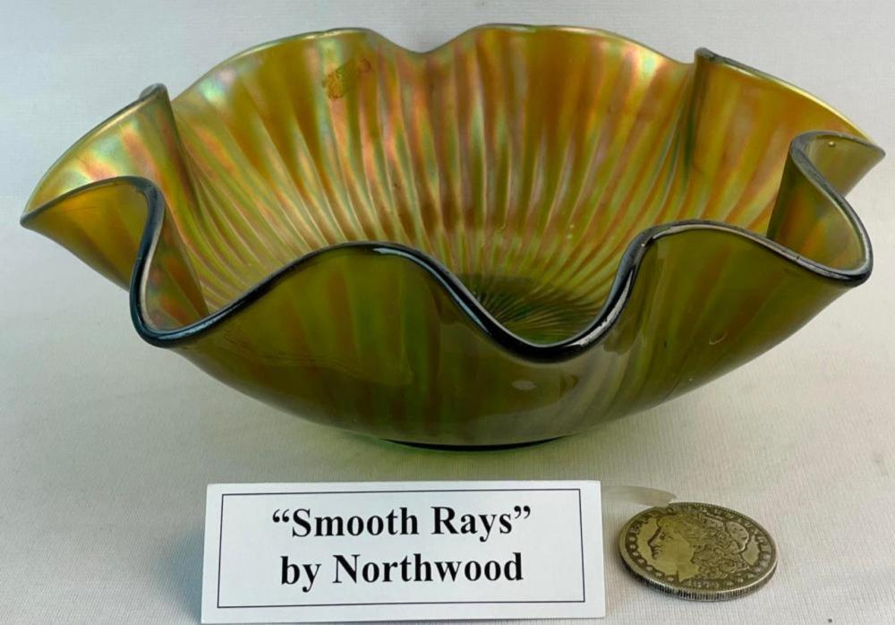 """Antique Northwood Carnival Glass """"Smooth Rays"""" Green Ruffled Bowl 9.5"""" Diameter"""