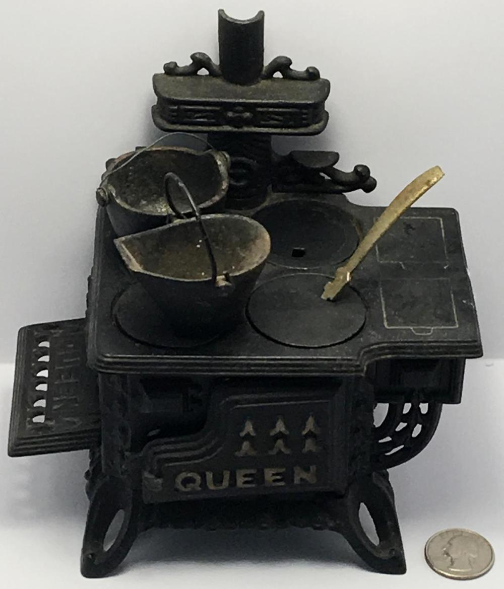Vintage Queen Cast Iron Salesman Sample / Toy Miniature Stove w/ Accessories