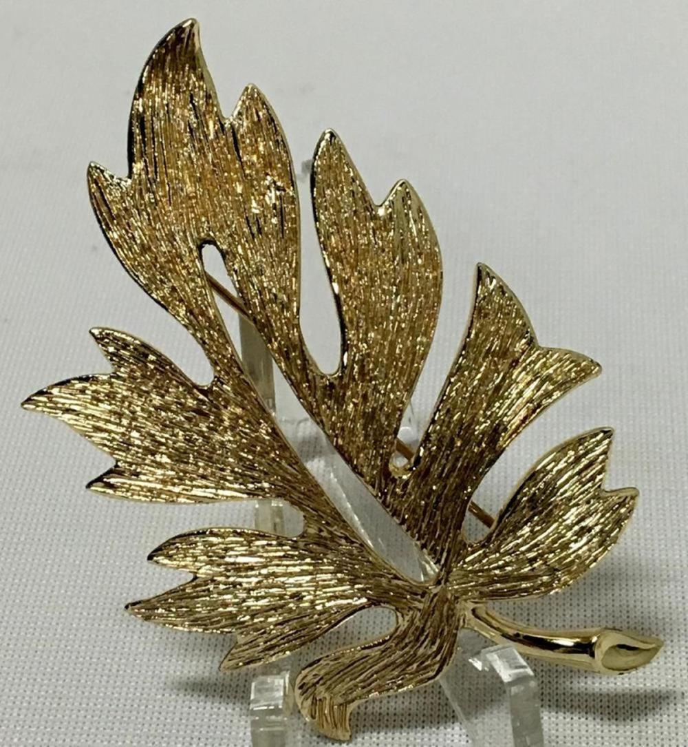Vintage Signed Emmons Gold Tone Textured Leaf Brooch