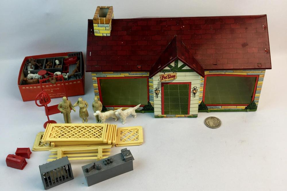 Vintage 1950's Marx Tin litho Pet Shop Playset w/ Accessories Included