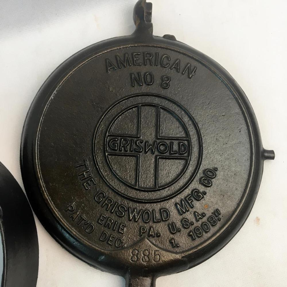 Antique 1908 Griswold Slant Logo No. 8 Cast Iron Waffle Iron 885 E / 886 R with low base