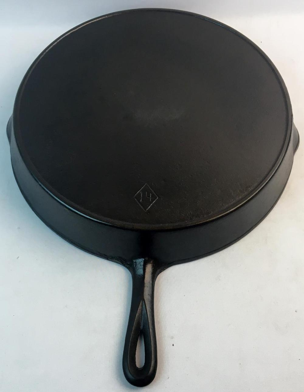RARE Antique c. 1920 Favorite Chicago Hardware and Foundry Diamond No. 14 Skillet