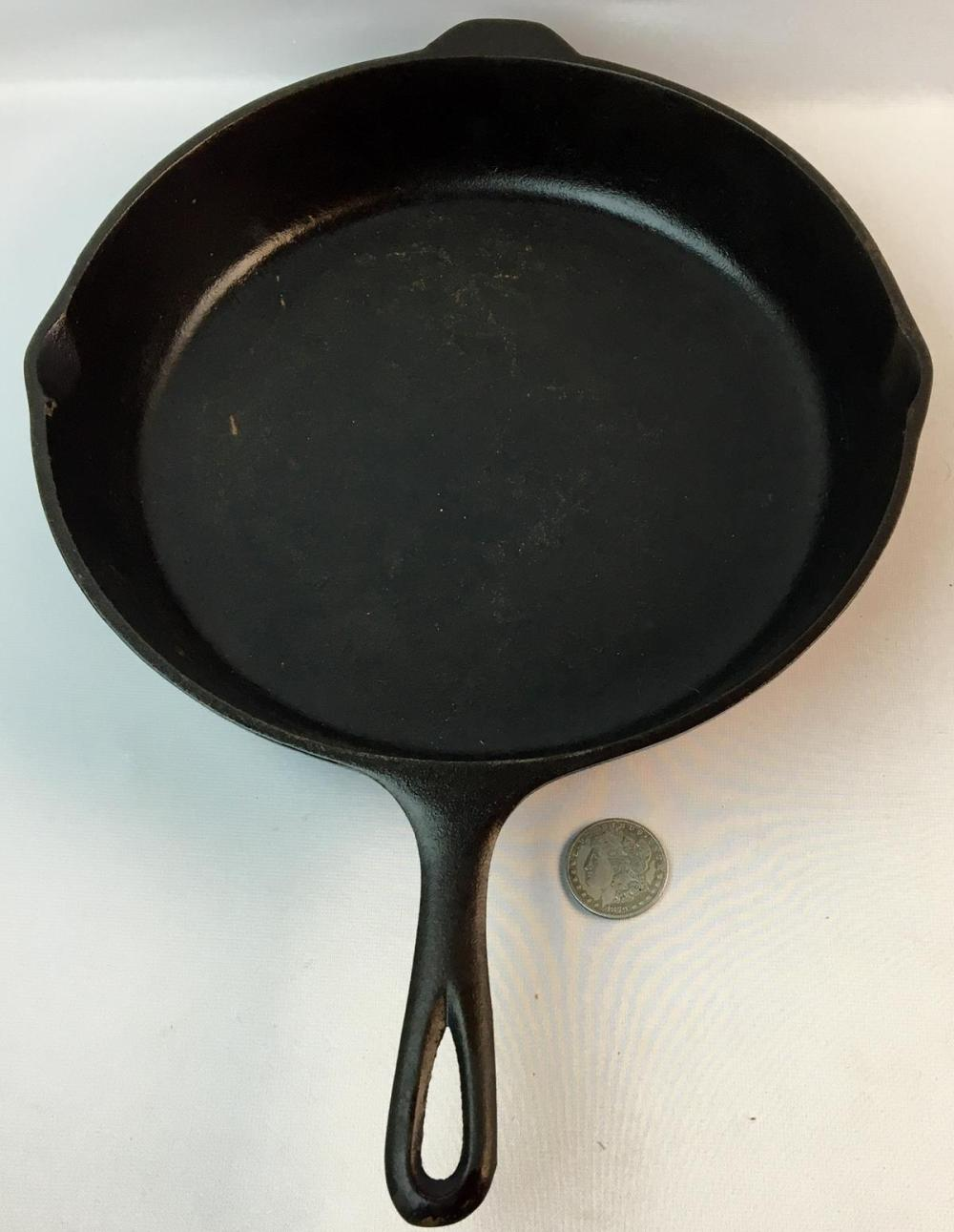 Antique Unmarked Lodge No. 12 H Cast Iron Skillet w/ 3 Notch Heat Ring