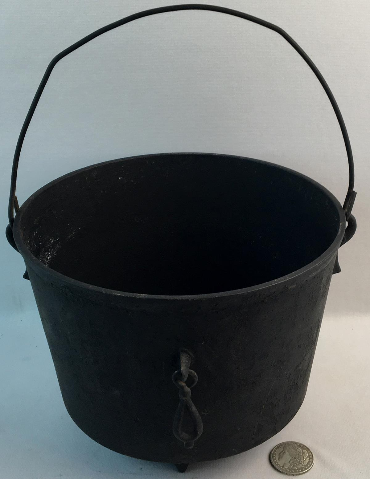 Antique 1800's Unmarked No. 8 Cast Iron 3 Footed BP Bean Pot w/ Handle