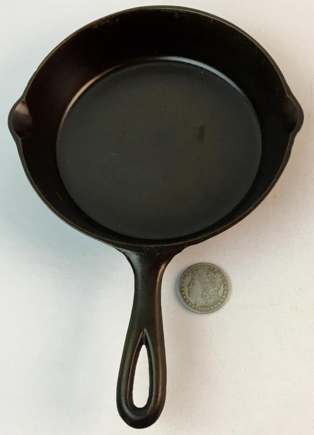 Vintage 1935 Lodge No. 5 C Cast Iron Skillet w/ 1 Notch Heat Ring