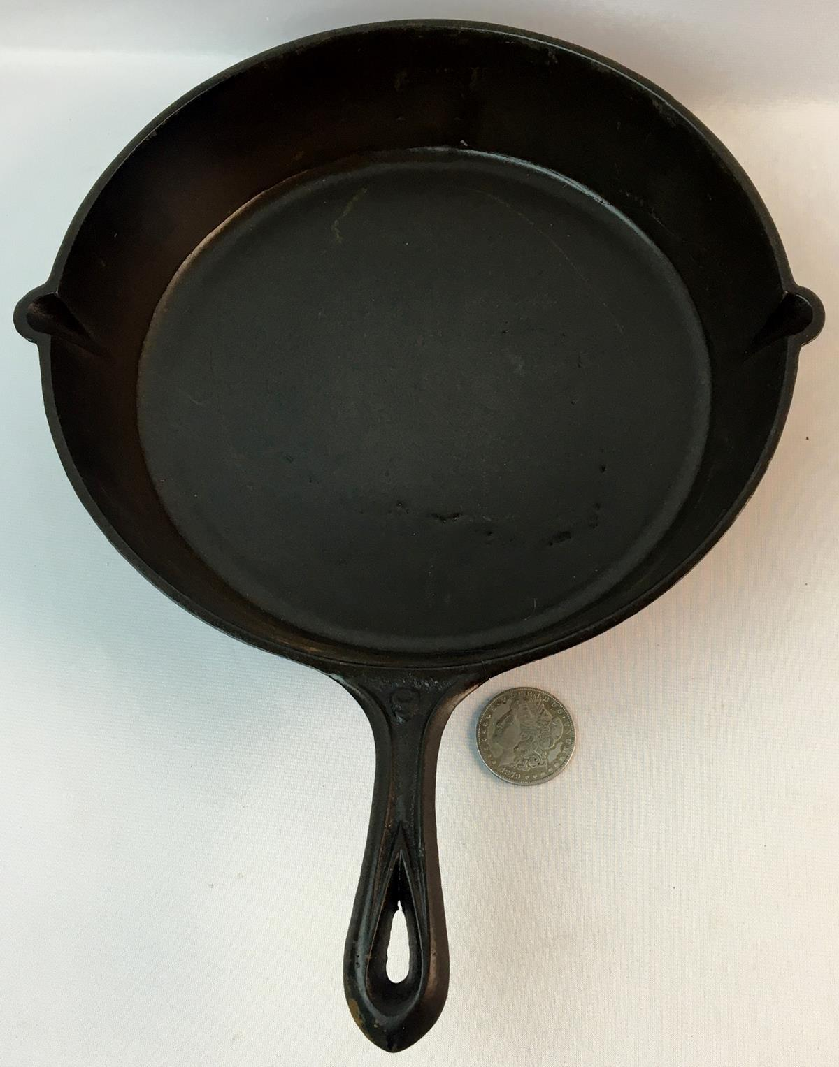 Antique Unmarked No. 9 Cast Iron Skillet w/ Gate Mark and Heat Ring