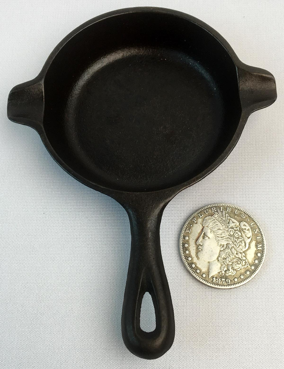 Vintage Wagner Ware 1050 A Mini Cast Iron Skillet Ashtray or Spoon Holder